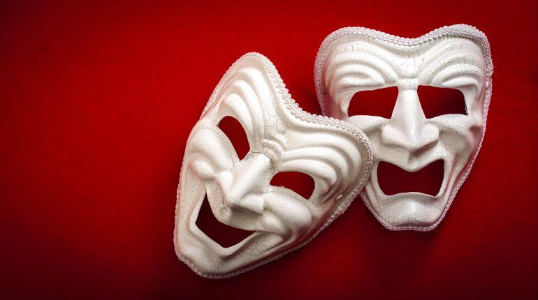 To masker.
